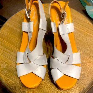 Kork Ease gray cris cross platform heels Sz 6